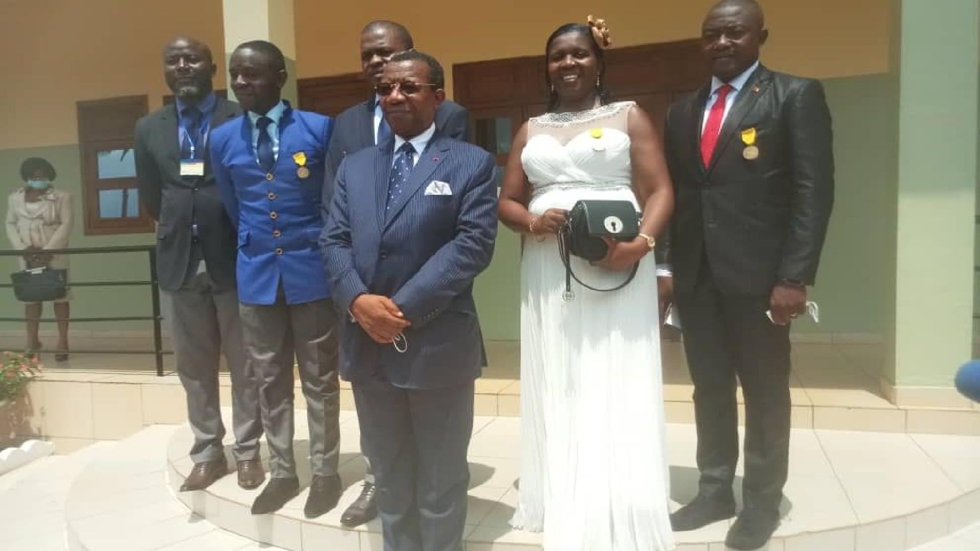 Paul Biya décore 5 personnels de la CRTV