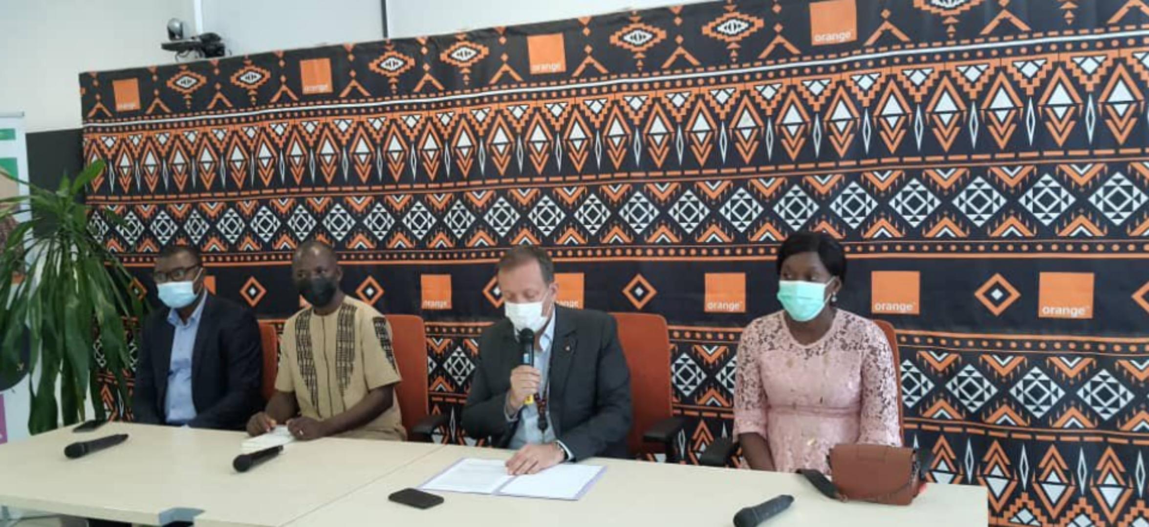 Orange Cameroun offre une assurance maladie et accident à une cinquantaine de journalistes